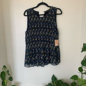 NWT Halogen cute pleated blouse floral dressy